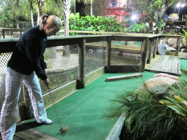 Первый опыт игры в мини гольф